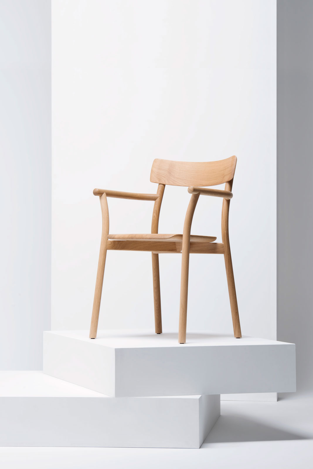 Chiaro Chair by Leon Ransmeier