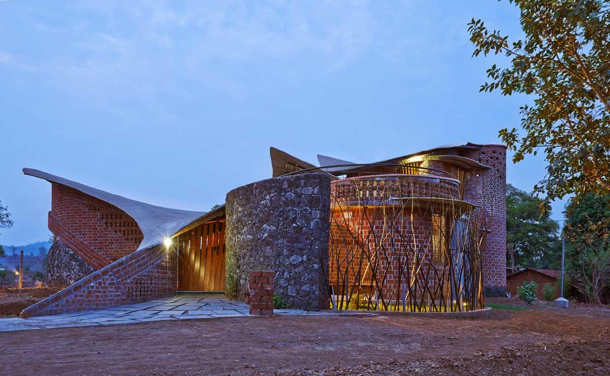 The Brick House in Mumbai, India by iSTUDIO Architecture