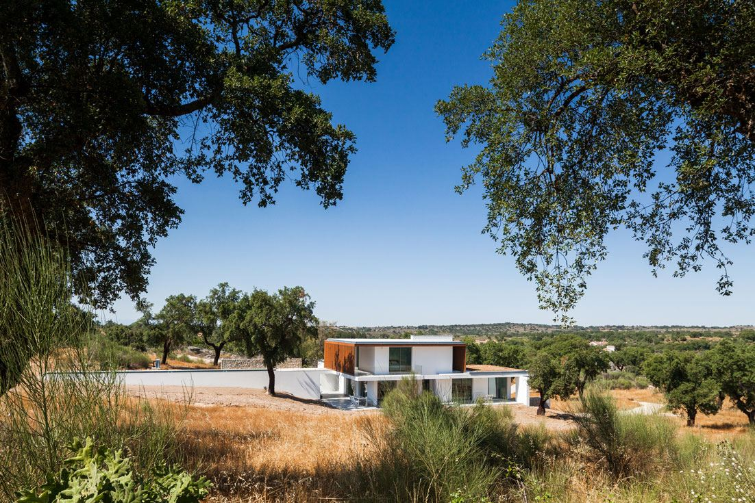 Quinta dos Pombais House in Portugal by OPERA | Design Matters
