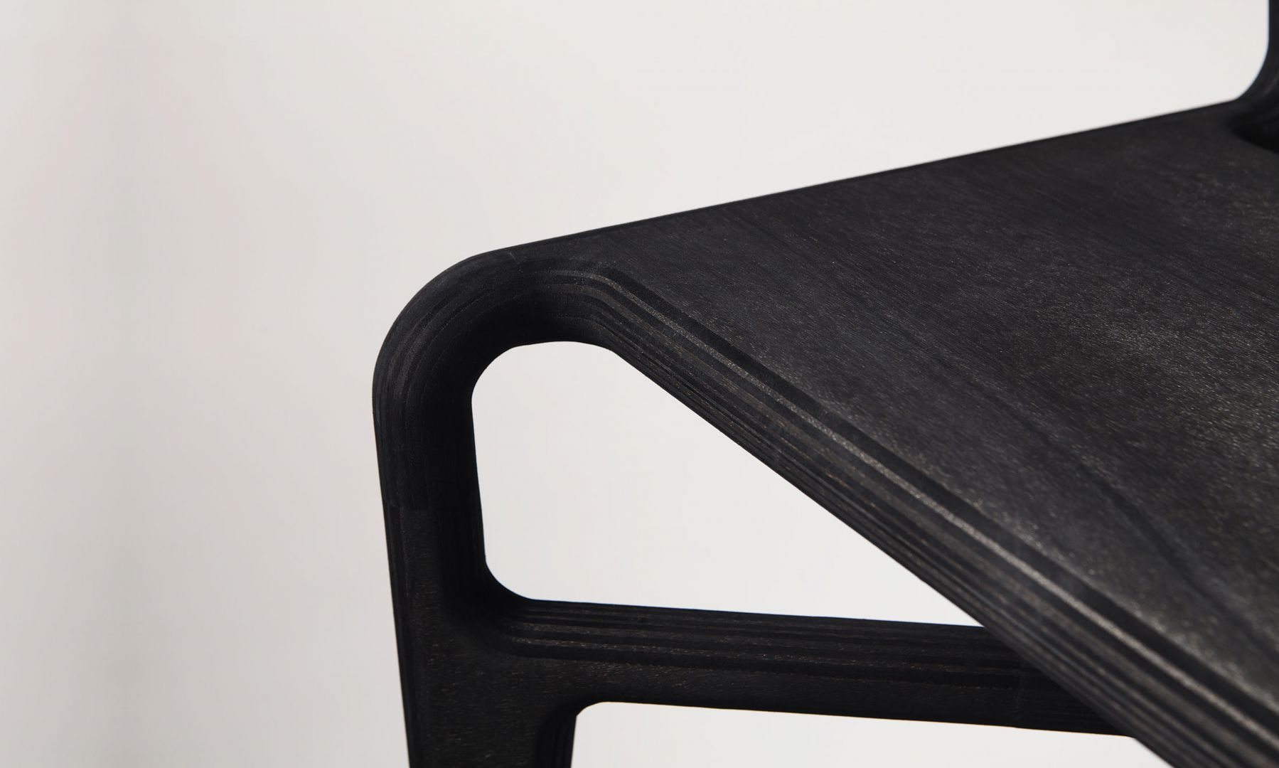 Streamlined Chair by Studio Roex
