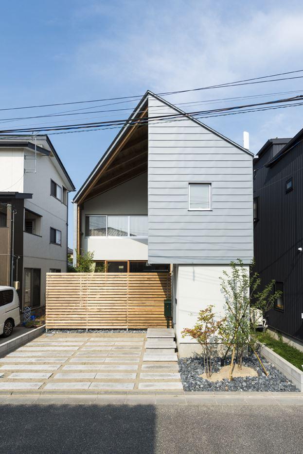 Cardigan Cardigan!! House in Niigata Prefecture, Japan by Takeru Shoji Architects