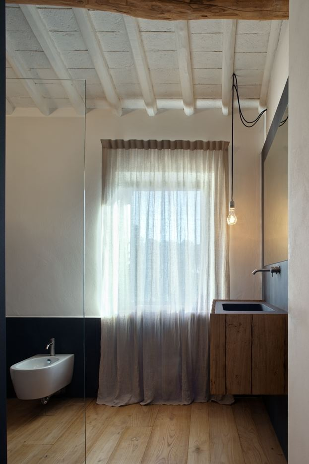 Country House in Lucca, Italy by MIDE architetti