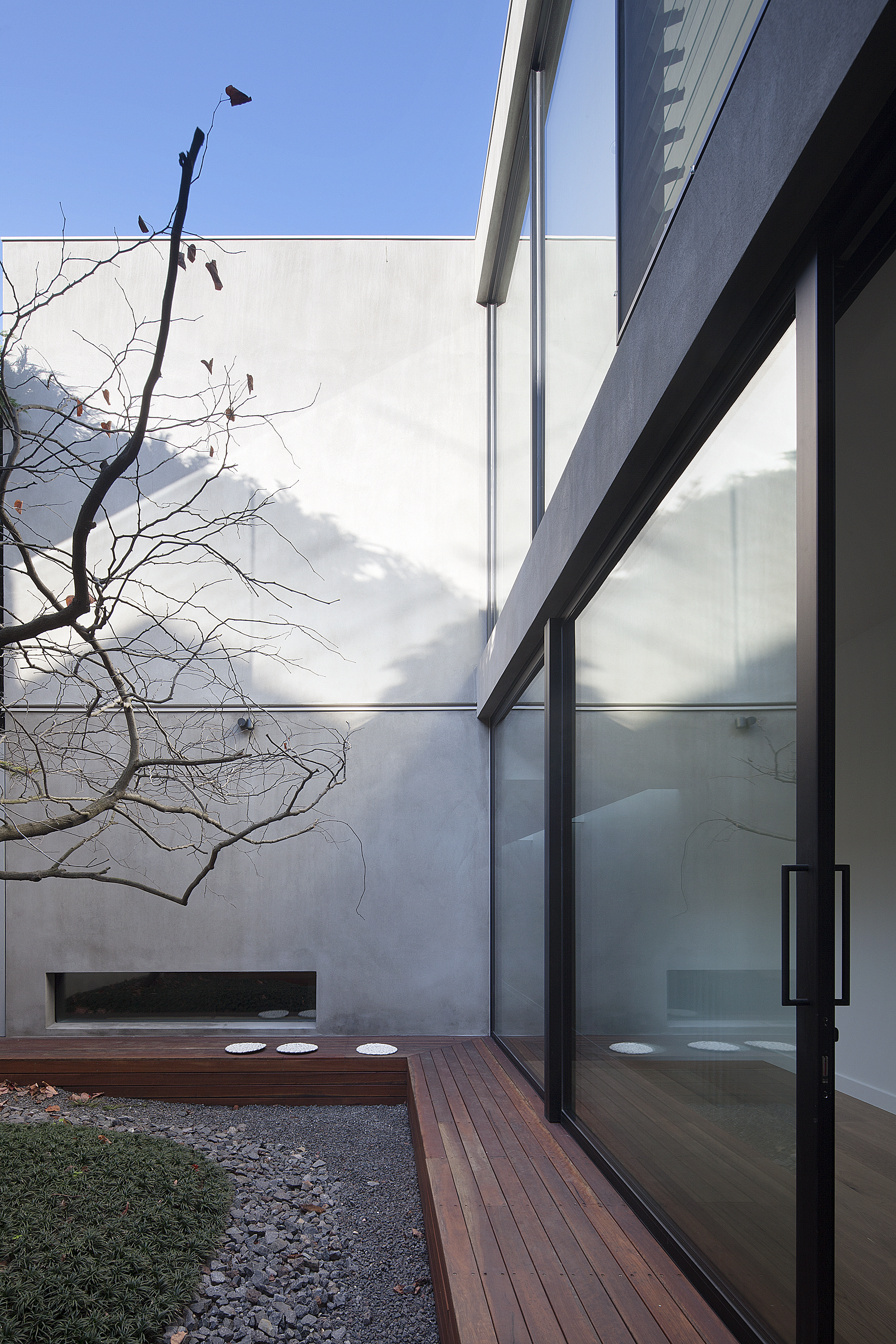 Courtyard House in Melbourne, Australia by Robson Rak Architects