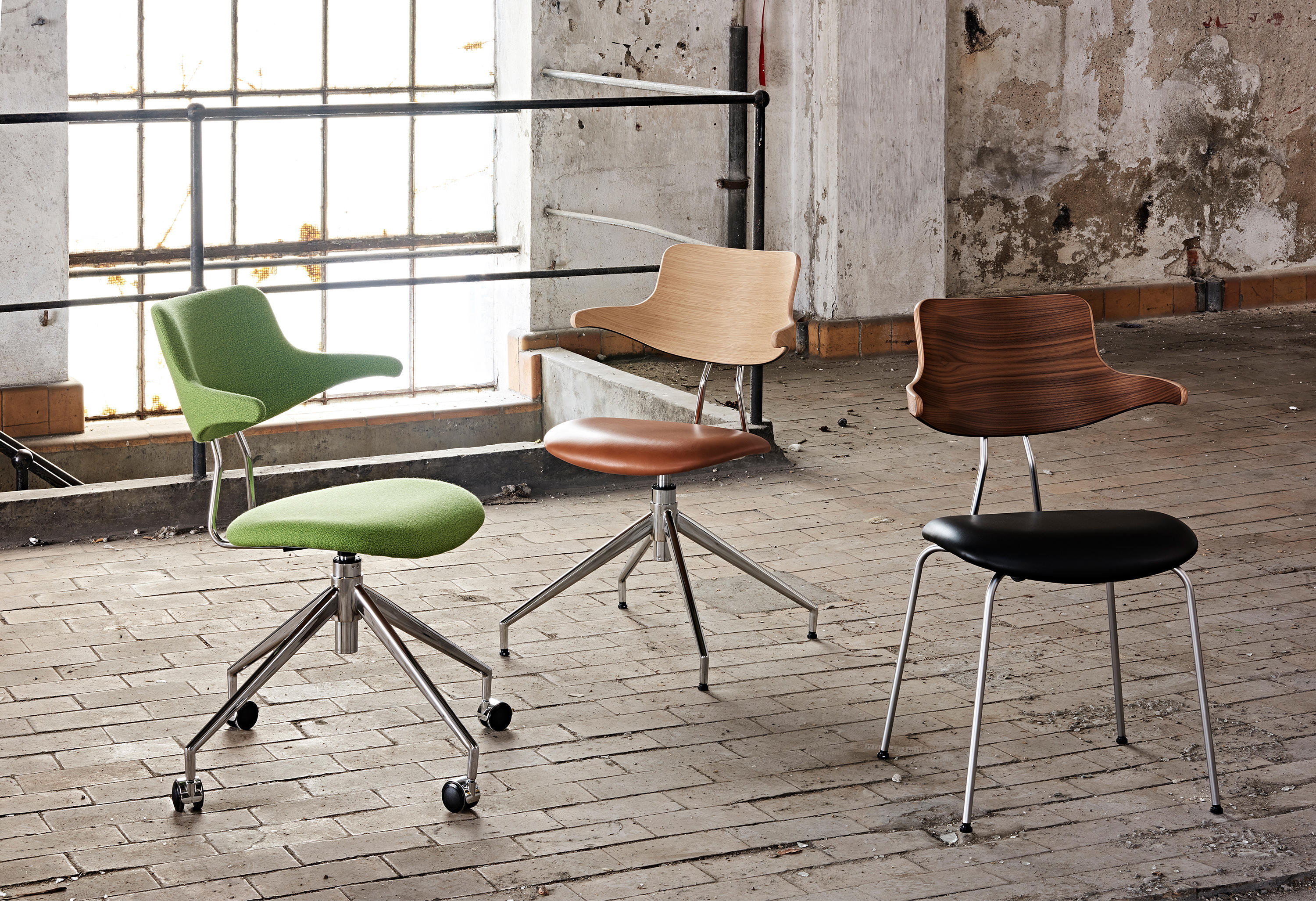 VL119 Chairs by Vermund