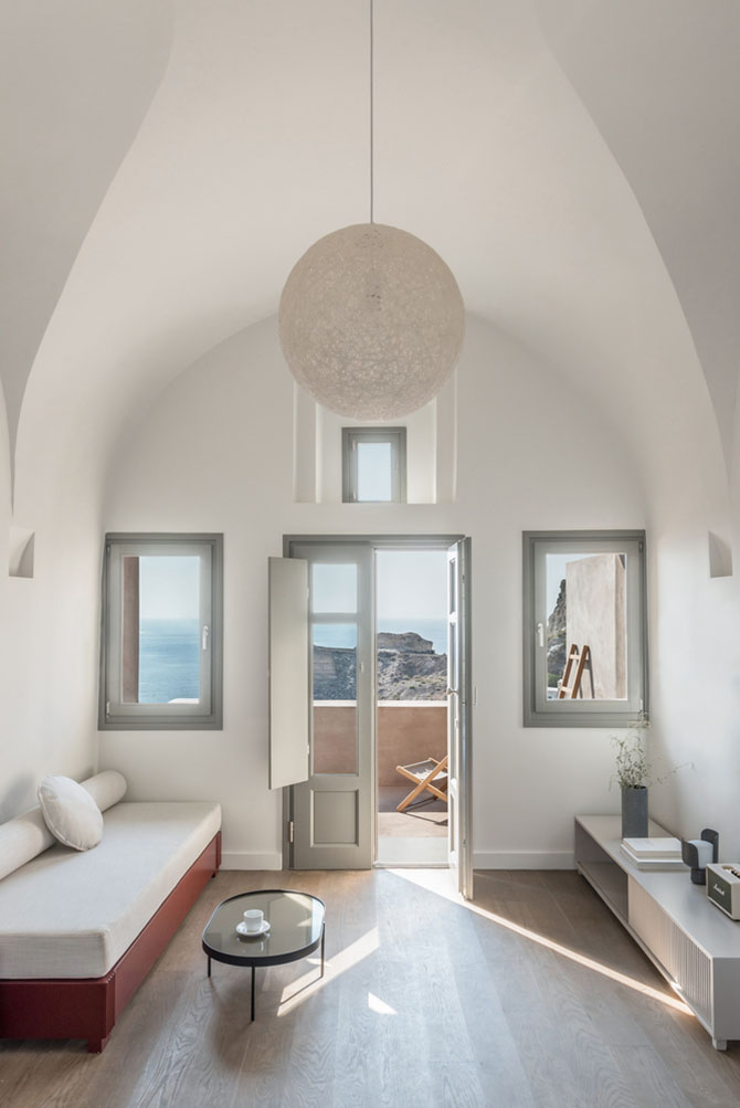 Small Hotel in Oia, Greece by Kapsimalis Architects