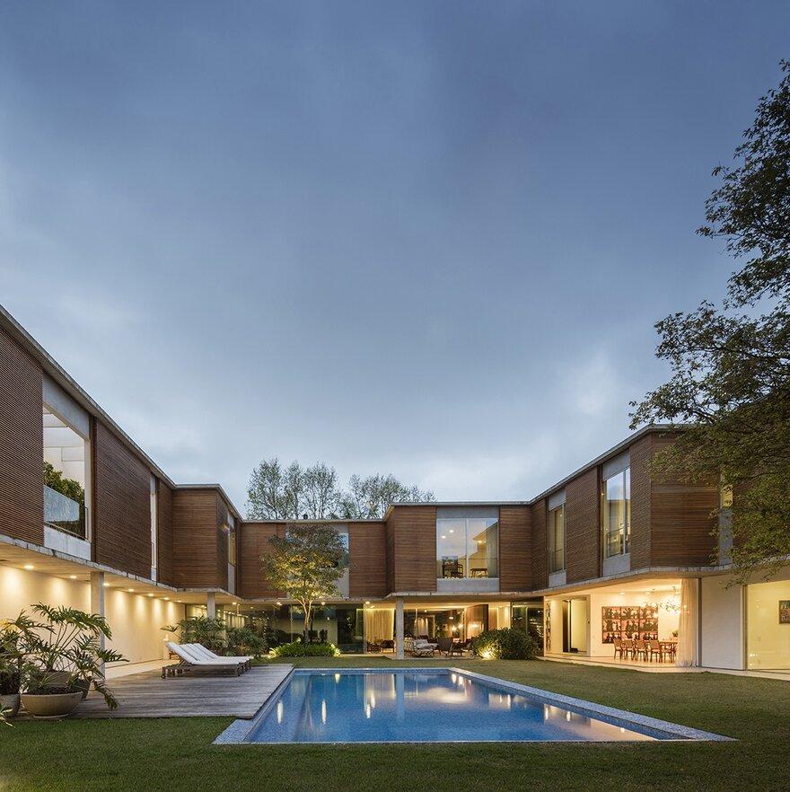 Casa Atrium House by Isay Weinfeld Architect in São Paulo, Brasil
