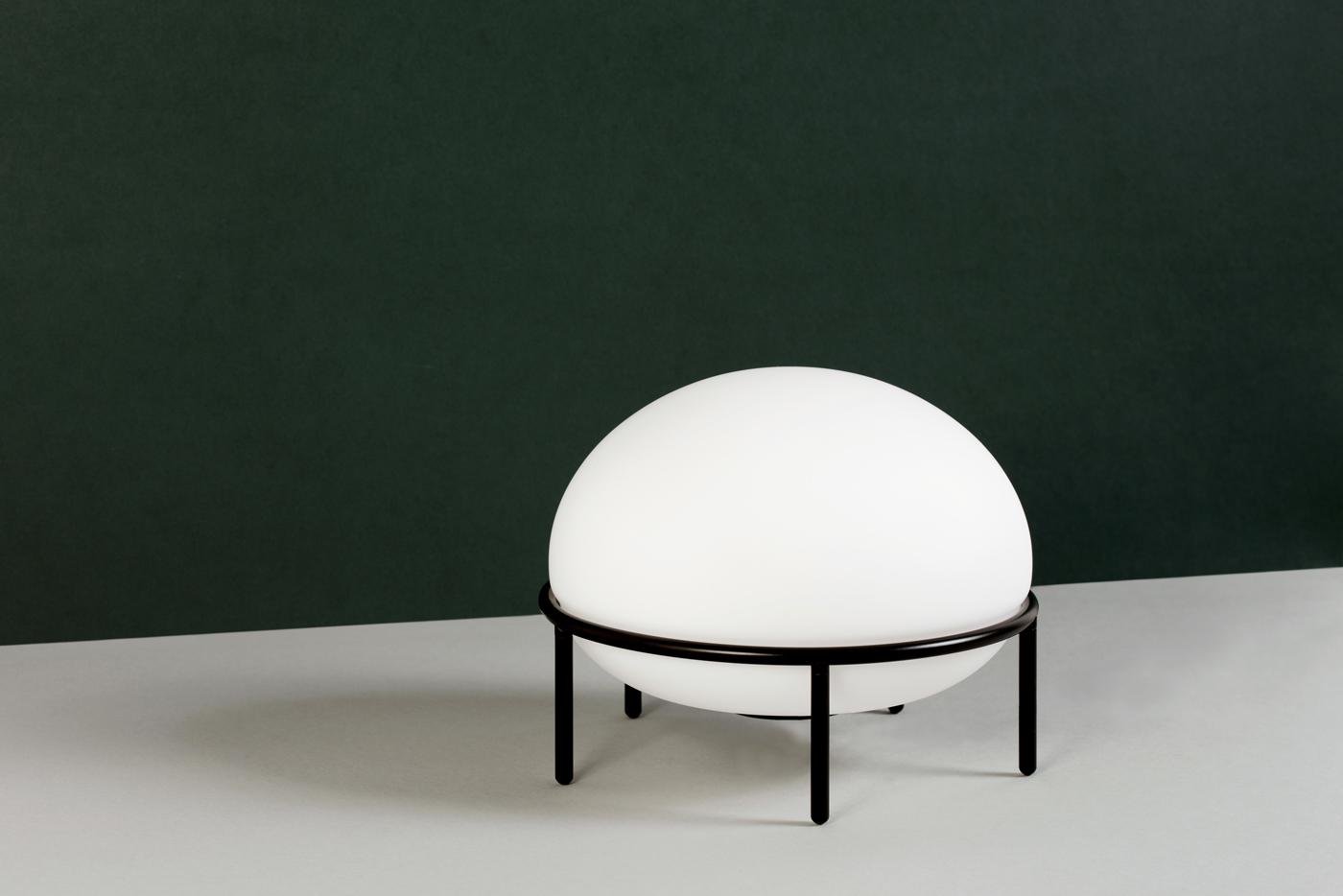 Minimalist Table Lamp 'Pump' by Kutarq