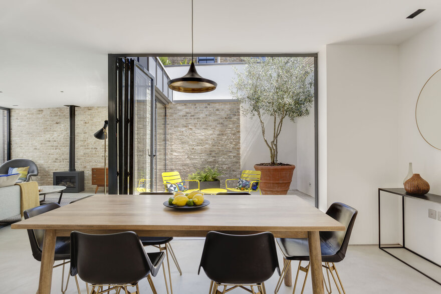 New-Build Courtyard Houses by FORMstudio in London Borough of Southwark, United Kingdom