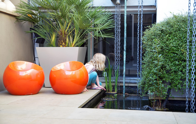 Patio Garden by Amir Schlezinger in Wandsworth Town, London