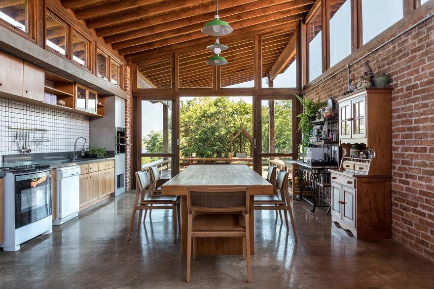 Holiday Family-Home / Casa do Lago by Solo Arquitetos in Alvorada do Sul, Paraná, Brazil