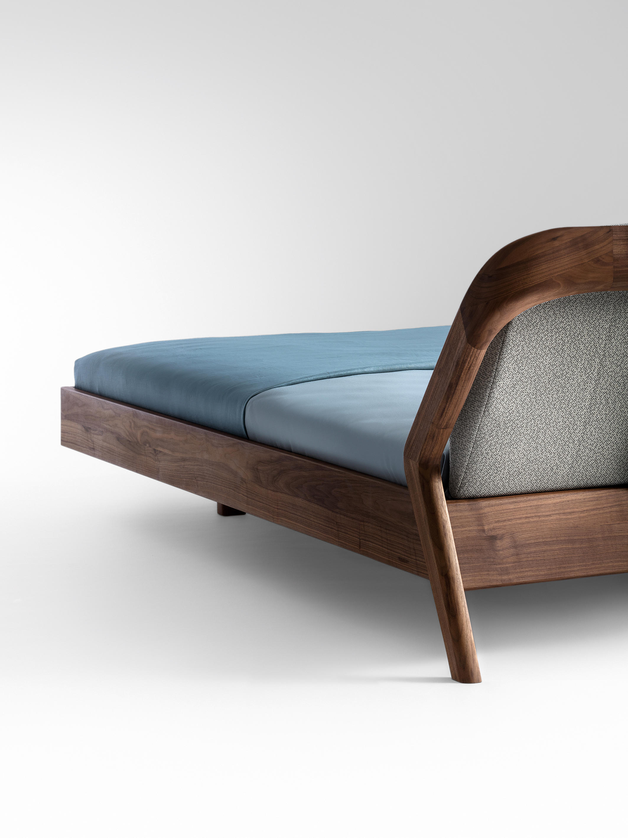 Friday Night Bed by Formstelle for Zeitraum