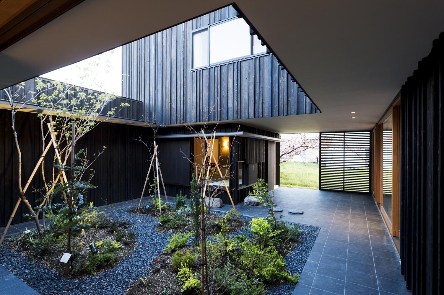 Hofhaus im Pfirsichgarten in Niigata von Takeru Shoji Architects